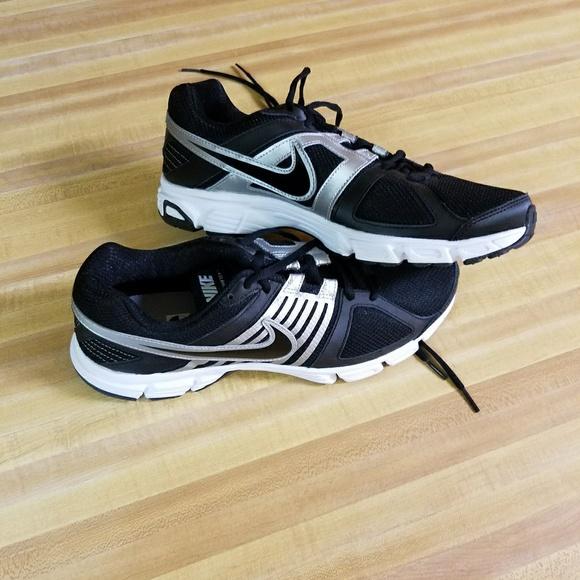 Nike men's Downshifter 5, brand new SZ 11